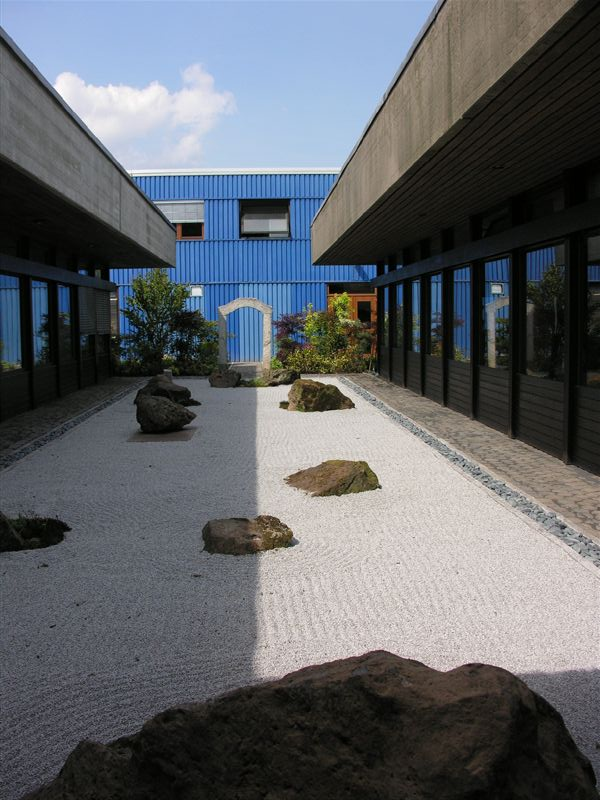 Japanese Gardens Are Based On The Principle Of Kanso Or Simplicity And An  Abstract Vision Of The Elements Of Nature. Making A Japanese Garden Is  Called Ishi ...